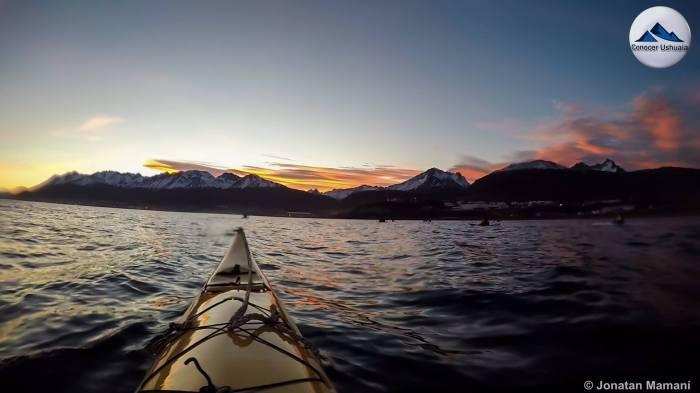 canal de beagle kayak.jpg