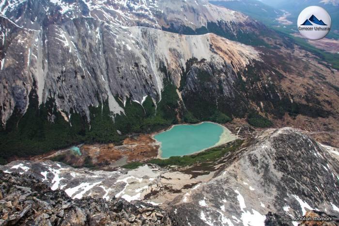 Laguna Esmeralda desde el Cerro Bonete.jpg